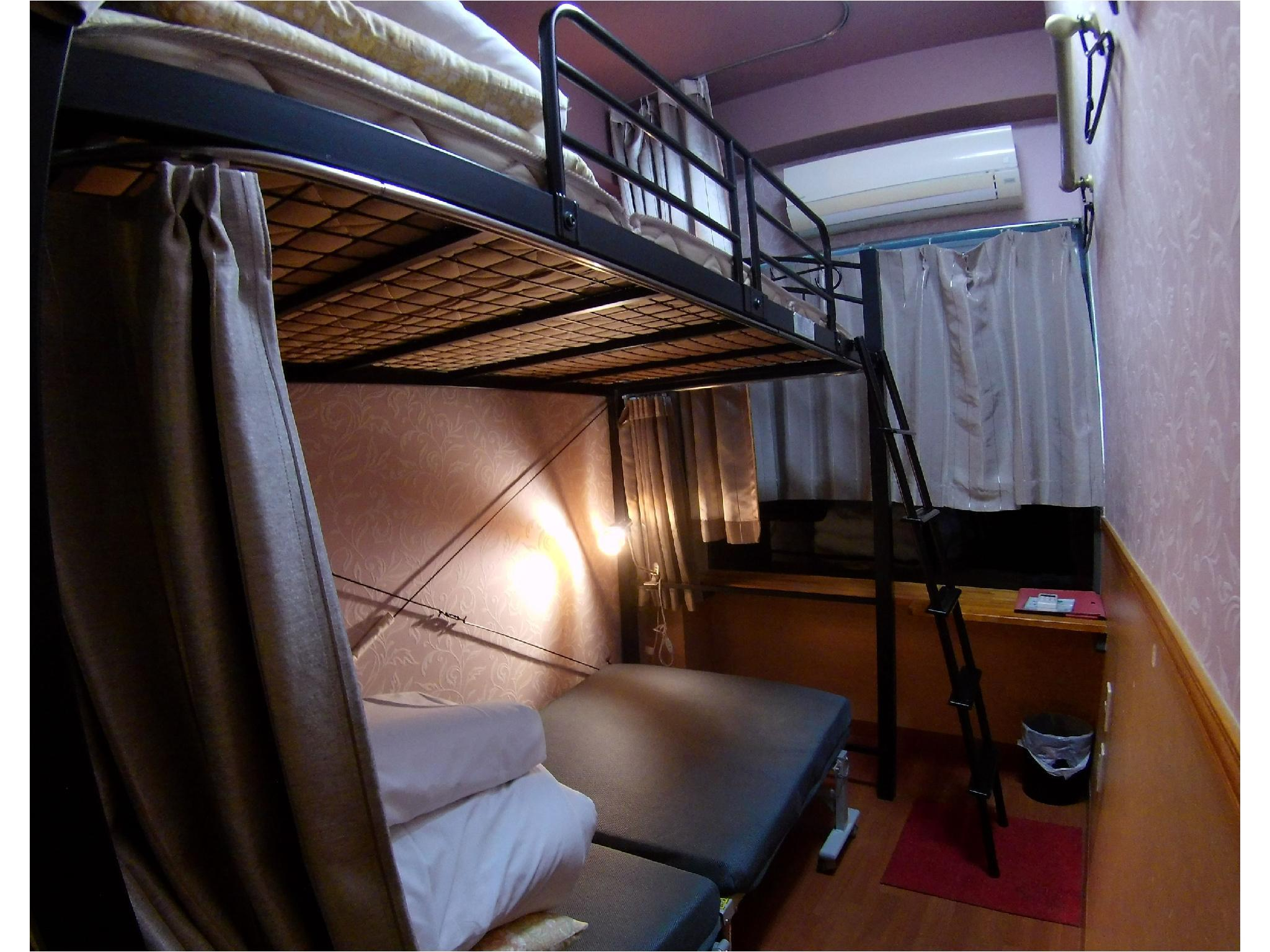 女士合住房(双层床) (Ladies' Dormitory Room (Bunk Beds))
