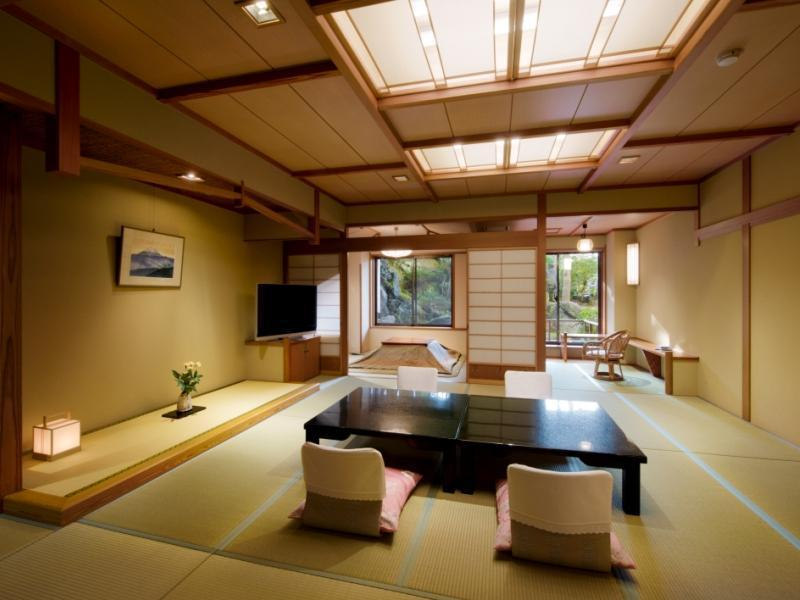 Japanese-style Room (Miyamatei Wing) *2nd floor and above: Mt. Fuji and Garden Side/1st or ground floor: Garden Side.