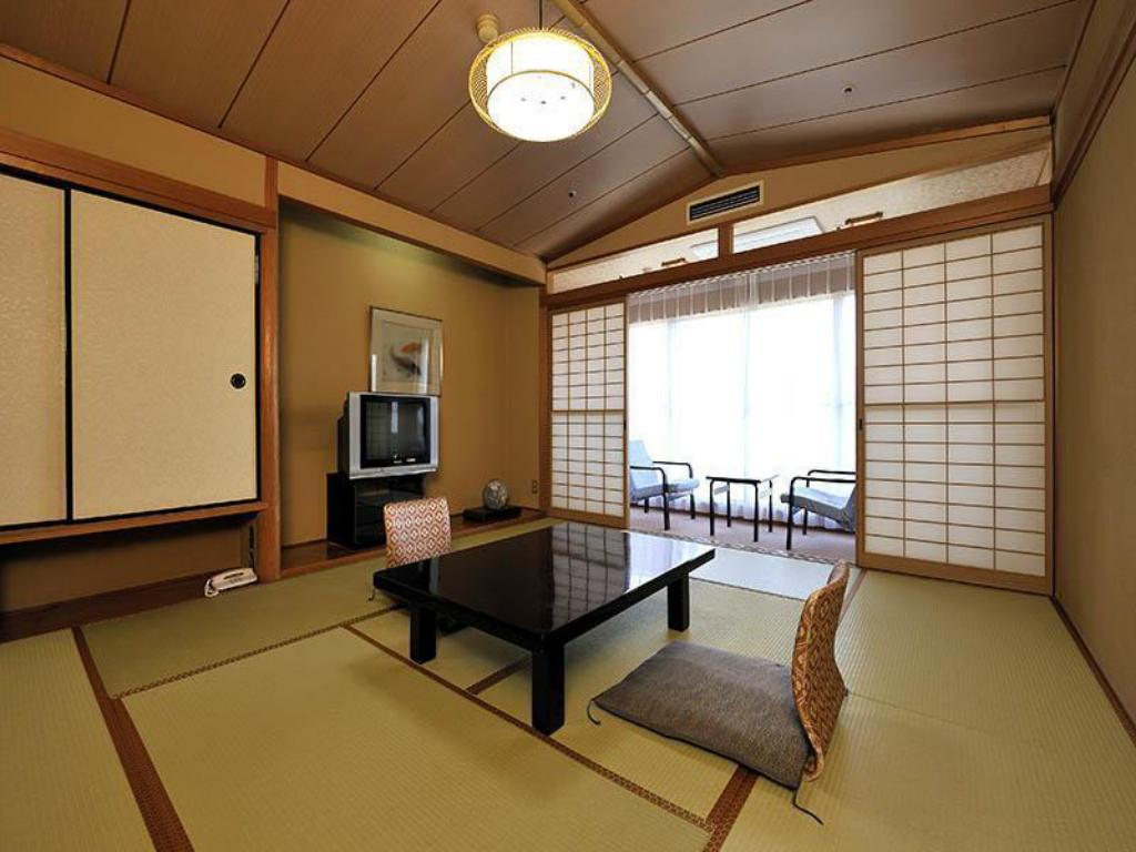 Japanese Style Room Main Building - Guestroom Hotel Fuji