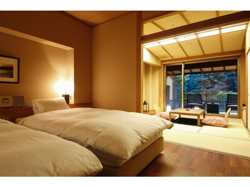 和室+ツインベッド露天風呂付(47平米) (Superior Japanese/Western-style Room with Open-air Granite Bath (2 Beds))