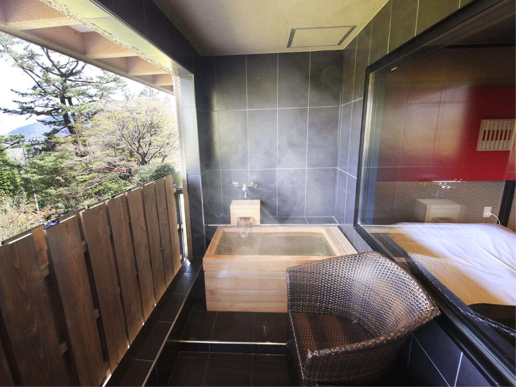 일본식 모던 다다미 침대 객실(노천탕) (Modern Japanese/Western-style Room with Open-air Bath)