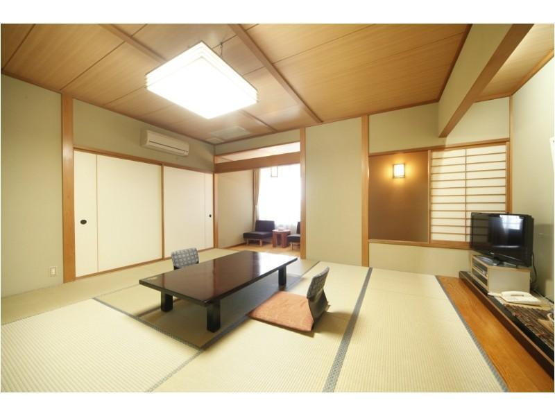 一般和室 10~15畳の和室+広縁 (Japanese-style Room with Hiroen Space)