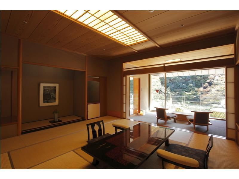 Japanese-style Room with Scenic View Bath Terrace (Upper Floors)