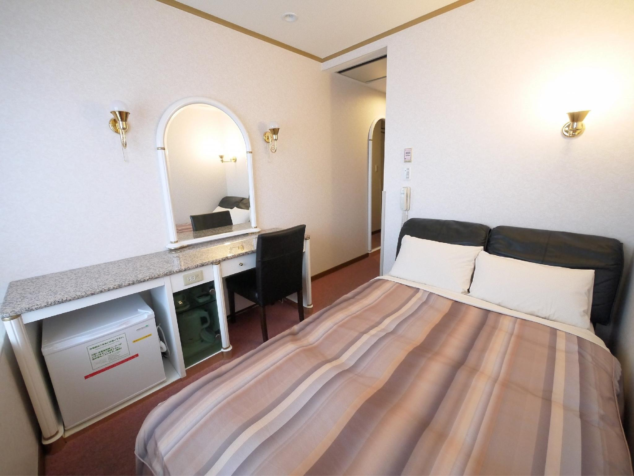 精致双人中床房 (Superior Semi-double Room)