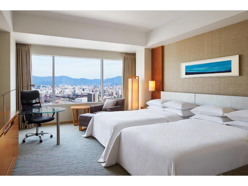 Deluxe Room - Twin - Guestroom Sheraton Grand Hiroshima Hotel