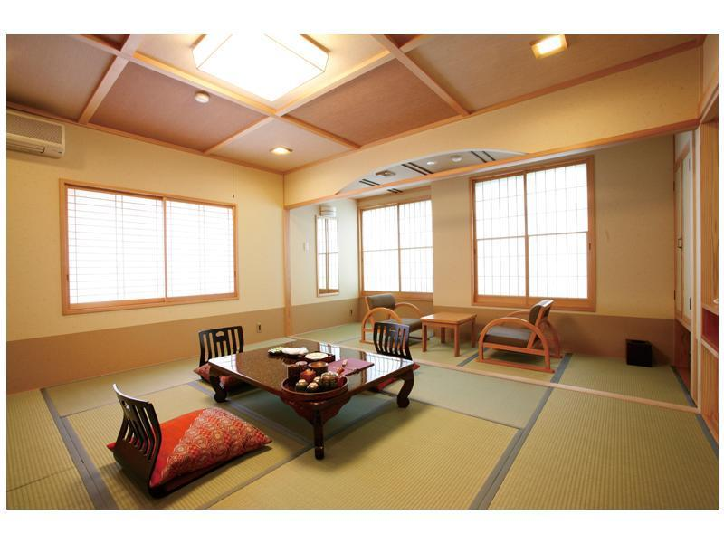 和室トイレ付|10畳 (Japanese Style Room Main Building)