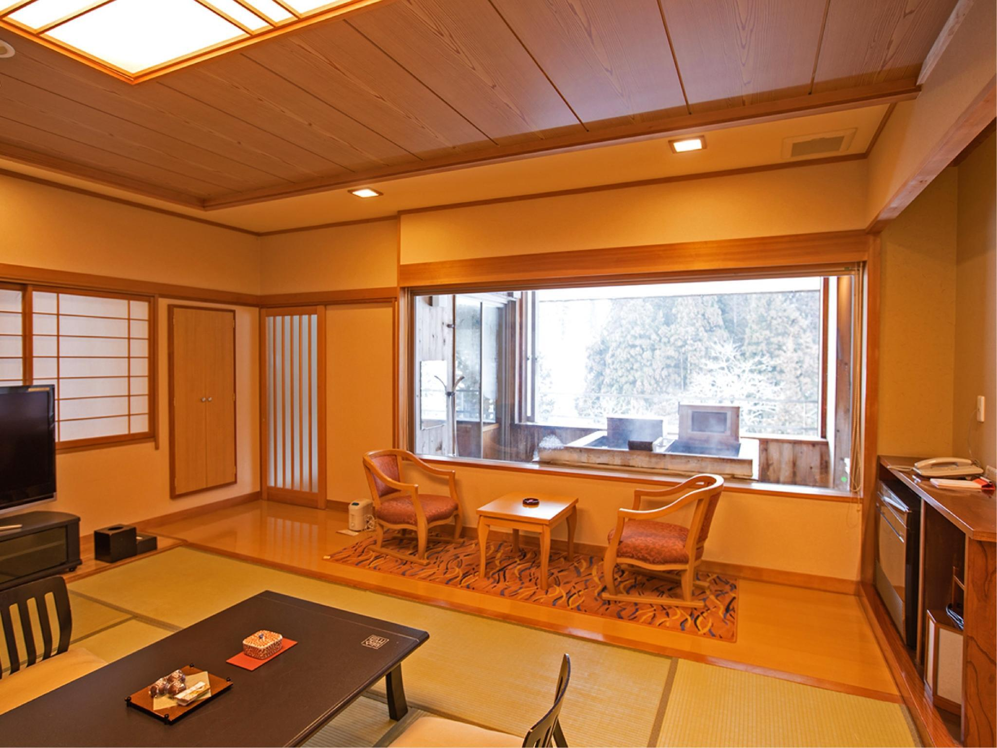 Japanese-style Room (*Non-smoking from 2020/4/1) (Japanese-style Room with Semi Open-air Lie-down Bath (New East Wing))