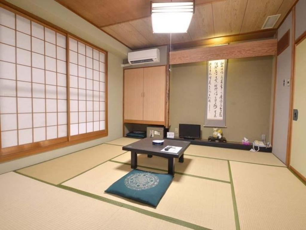Japanese-style Room with Modular Bath *Allocated on arrival, Has toilet - Guestroom Hotel Kairakuso