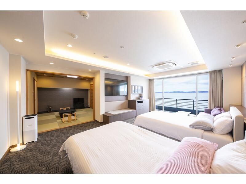Japanese/Western-style Room with Scenic View Bath (2 Beds, Main Building)