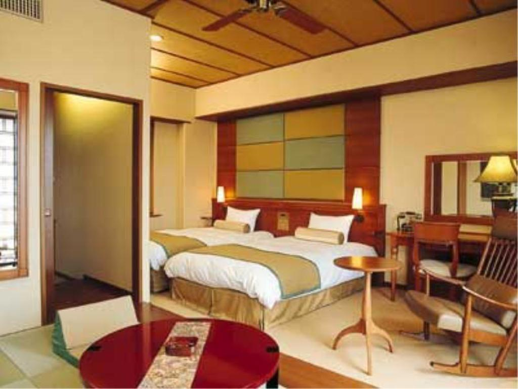 Japanese/Western-style Room (2 Beds, Garden Noto-ya Wing) - Guestroom