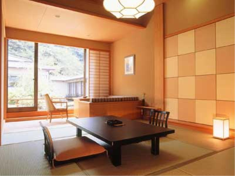 Japanese-style Room (Chinka-tei Wing)