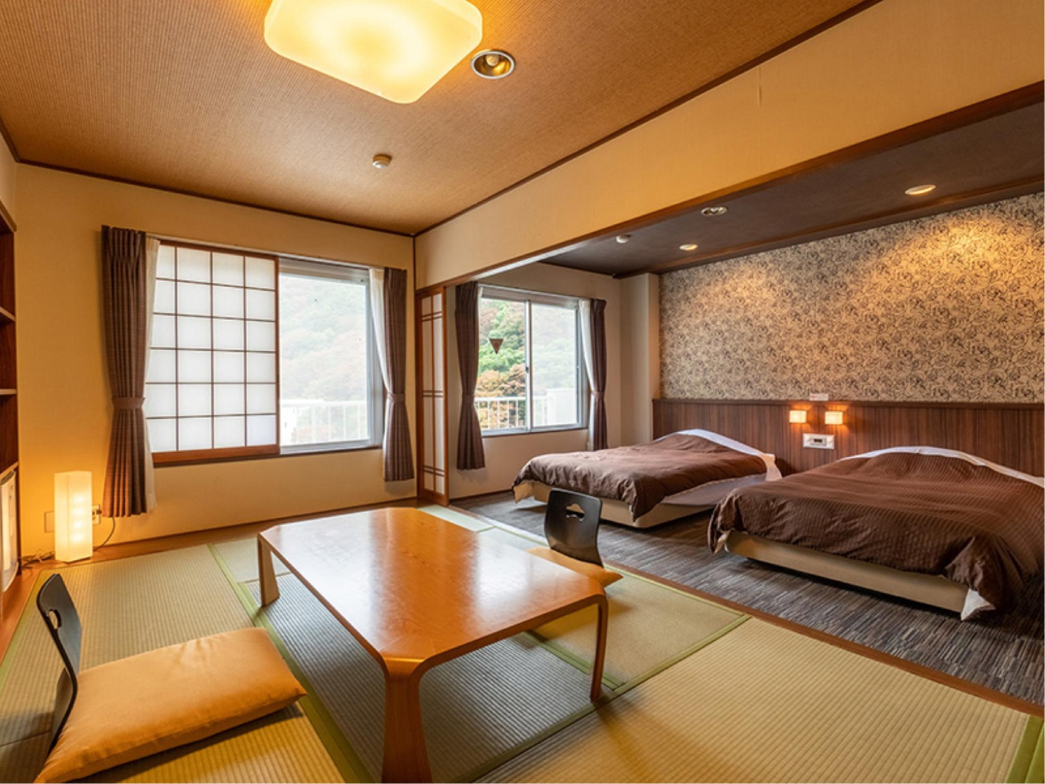 Japanese/Western-style Room (Twin Beds) *No bath in room