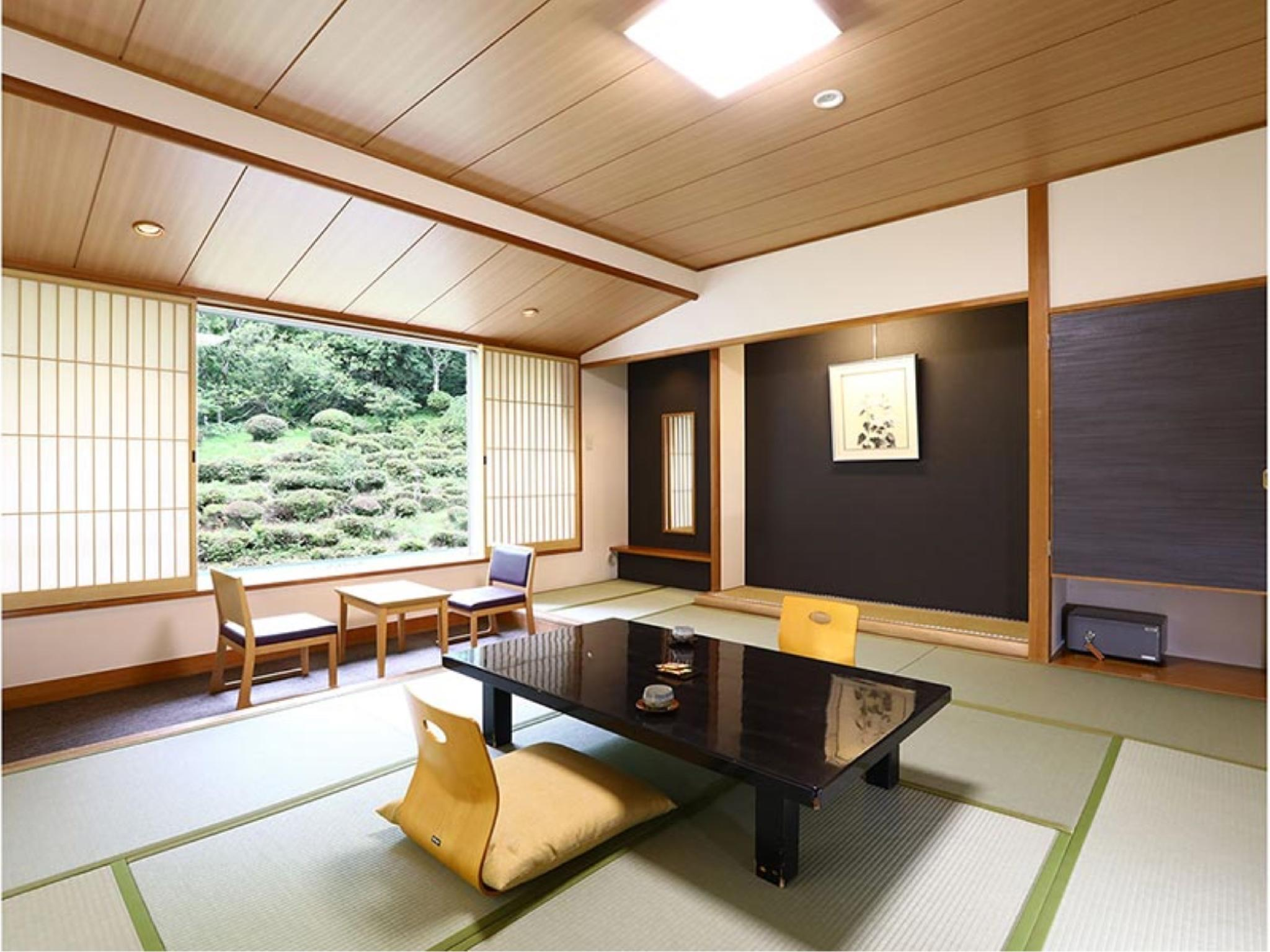 本館 和室10畳|41平米+踏込 (Japanese Style Room Main Building)