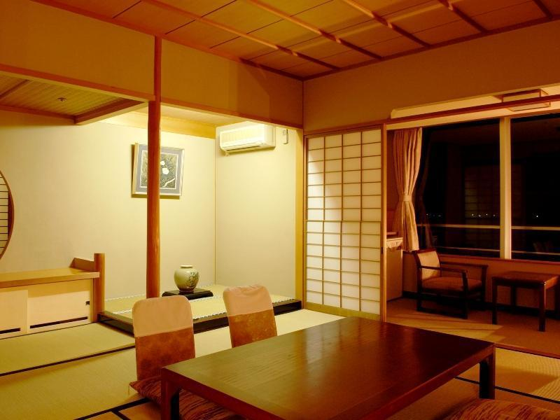 【本館】ゆらら館(限定)|10畳 (Japanese-style Room (Yurara Main Building))