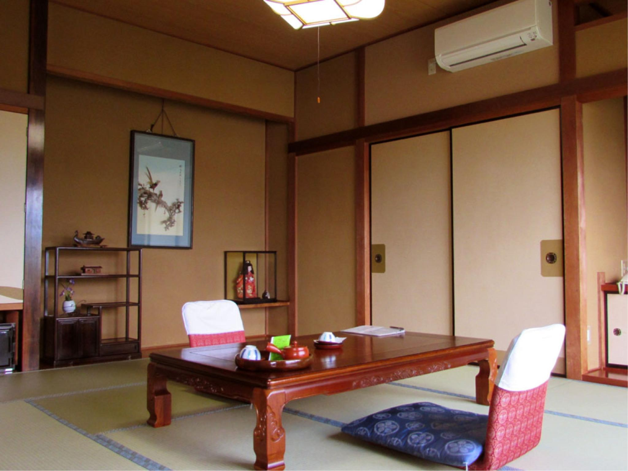 Japanese-style Room *Has toilet, no bath in room