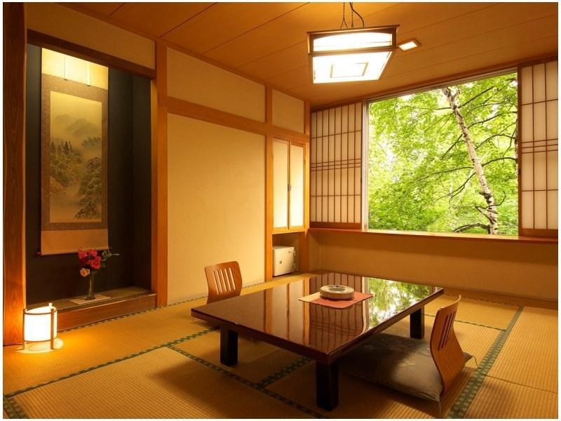 和室(10畳・トイレ・洗面台付)|10畳 (Japanese-style Room *Has toilet and washroom)