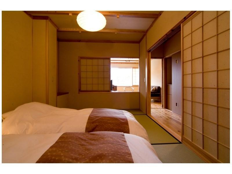 和洋式房+客廳+半露天風呂 (Japanese/Western-style Room with Semi Open-air Bath + Living Room)