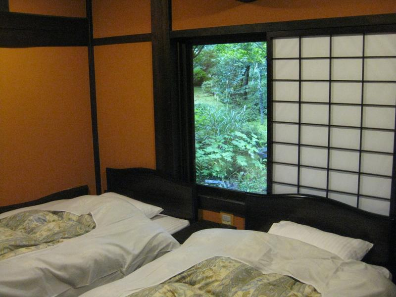 本館 松の家 2ベッド 囲炉裏付|10畳+次の間 (Japanese-style Room with Irori Hearth (2 Beds, Main Building))