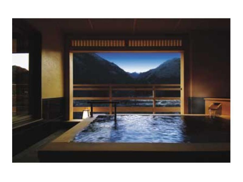 和室・半露天風呂付特別室|12.5畳+次の間6畳+踏込4畳 (Special Japanese-style Room with Semi Open-air Bath (New Building))