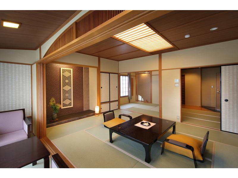 和室|10畳+次の間4.5畳+踏込2畳 (Japanese-style Room (Main Building) *Non-smoking/smoking not selectable)
