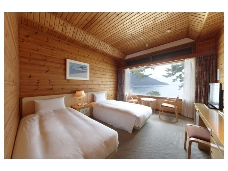 ツイン湖側|22平米 (Lakeside View Twin Room)