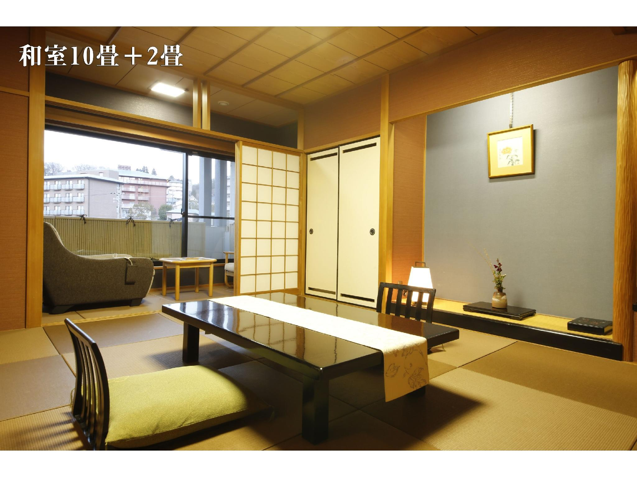 和式房10帖+2帖榻榻米+按摩椅 (Japanese-style Room with Massage Chair (10 tatami + 2 tatami))