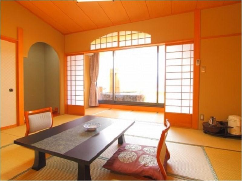 다다미 객실(본관/노천탕+실내탕) (Japanese-style Room with Open-air Bath & Indoor Bath (Main Building))
