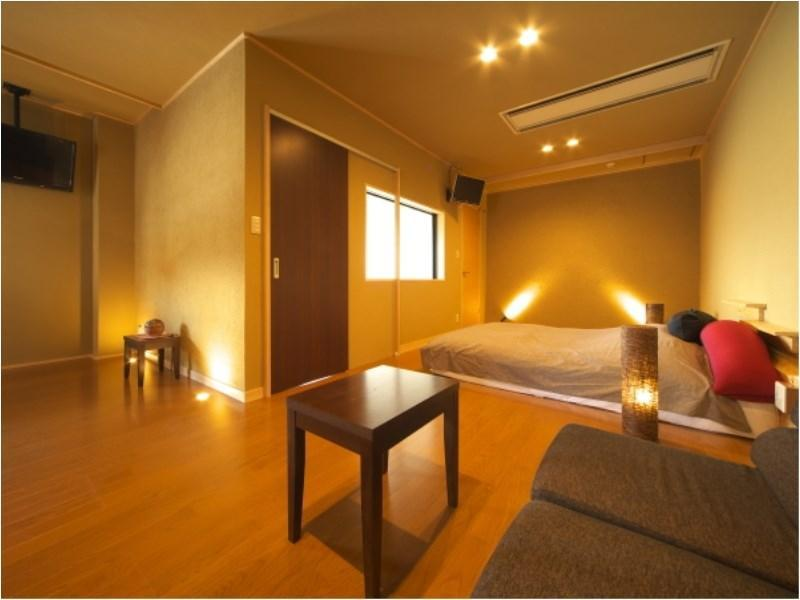 Japanese/Western-style Room with Semi Open-air Bath (Furin Type)