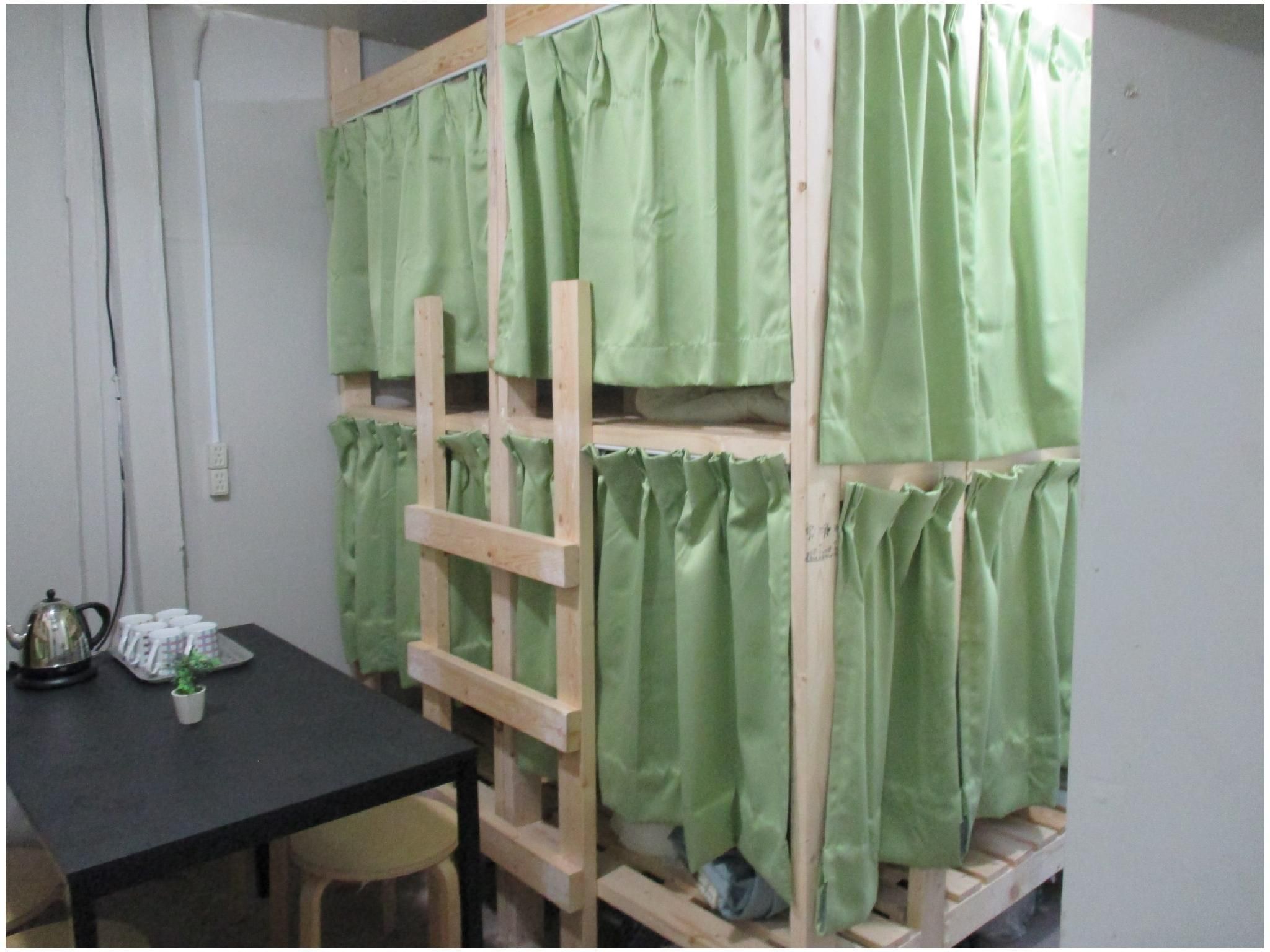 合住房(雙層床) (Dormitory Room (Bunk Beds))