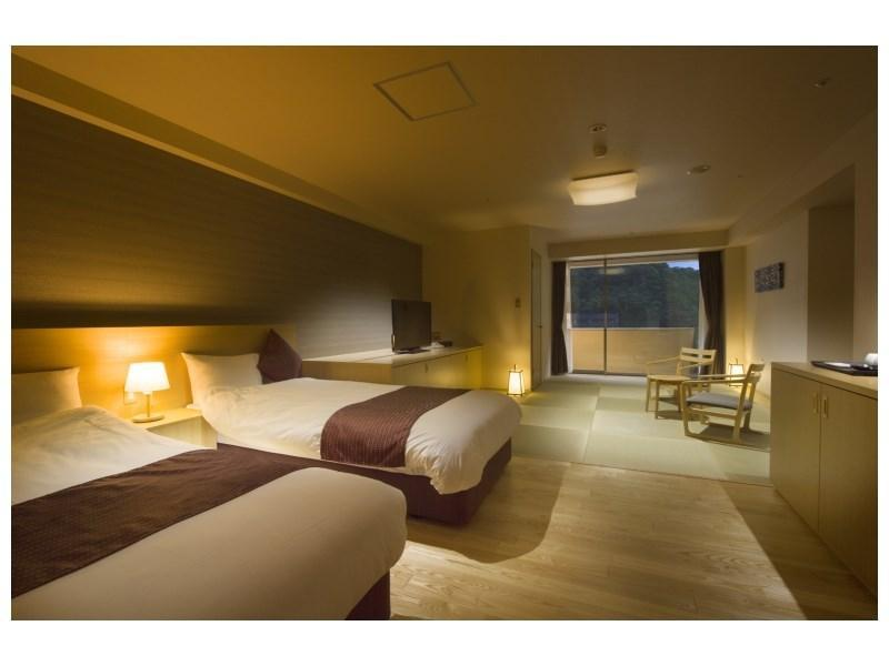 Japanese/Western-style Room with Semi Open-air Bath (2 Beds, West Wing)