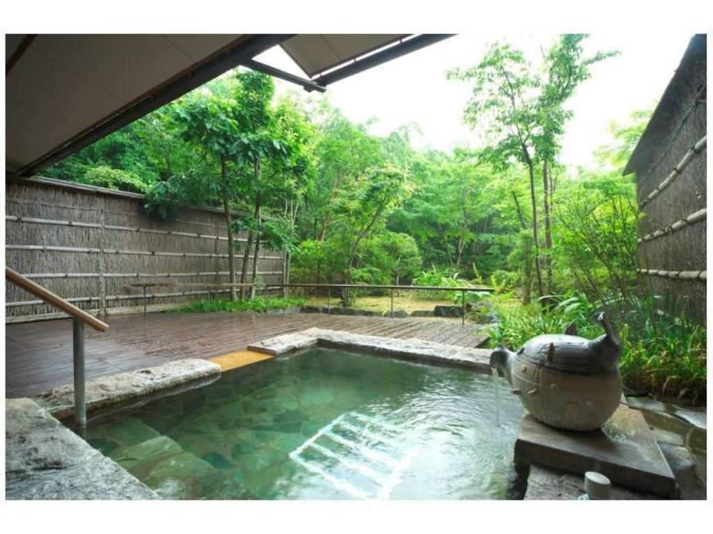 Special Japanese-style Room with Open-air Bath (Tsuki Type) - 客房