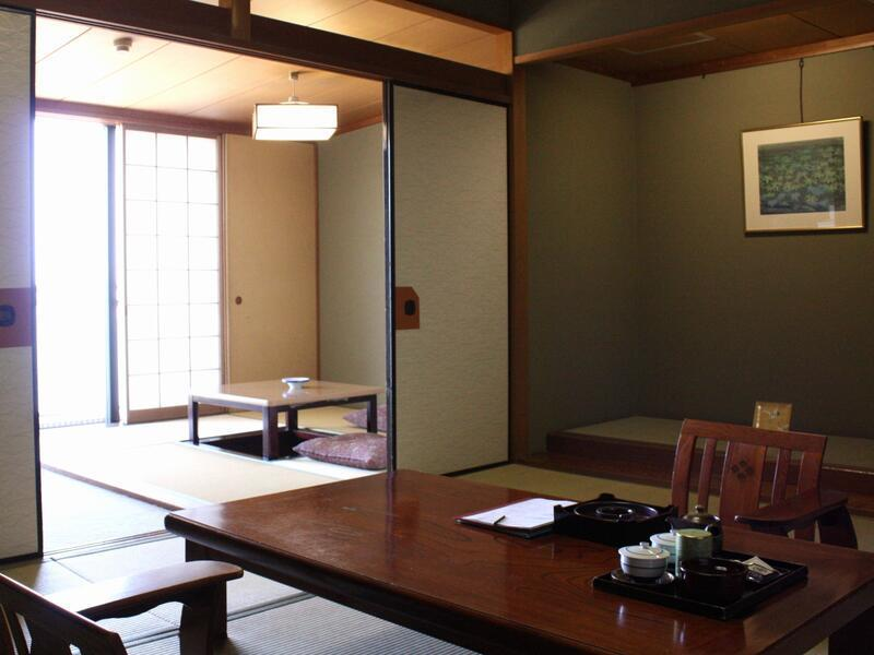 和室|10畳+次の間4.5畳+踏込0.5畳 (Japanese-style Room with Hiroen Space)