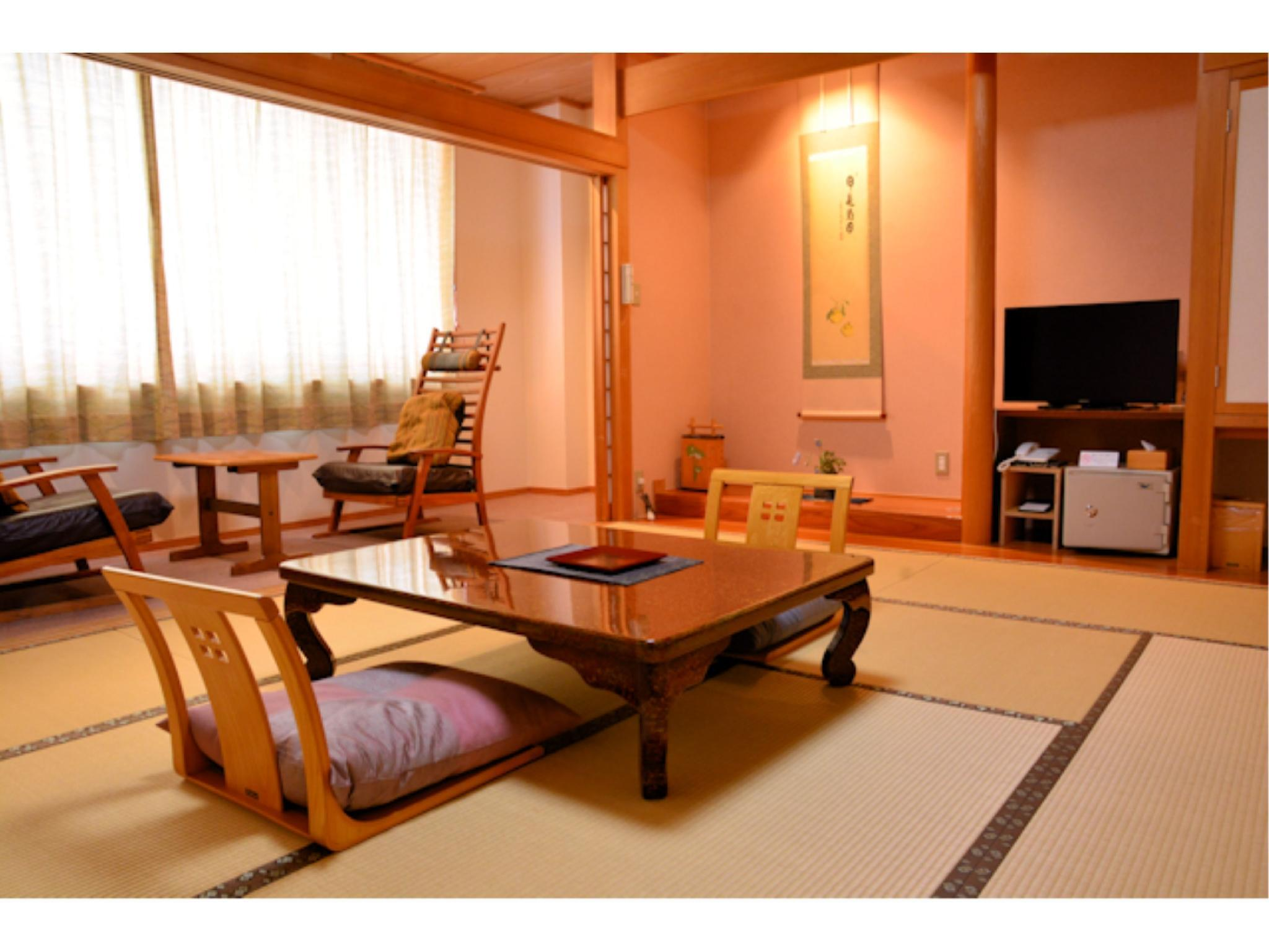 新館・和室8~10畳(広縁・椅子あり)|10畳+踏込 (Japanese-style Room with Hiroen Space + Chairs (New Building))