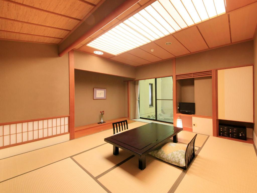Japanese-style Room *No hiroen space, has bath - Guestroom