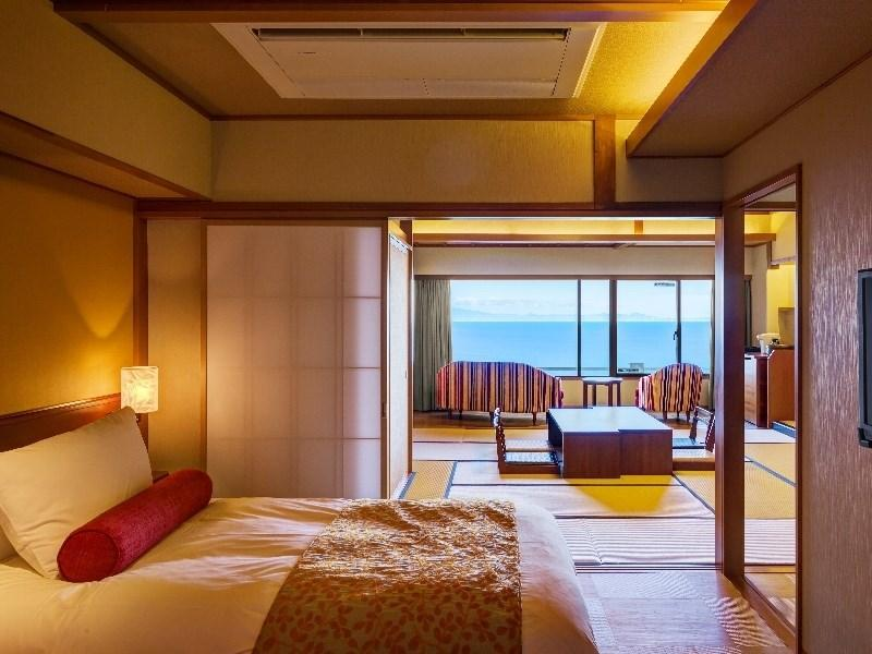 オーシャンビュー和洋室【喫煙】|10畳+洋間 (Japanese/Western-style Room (2 Beds, Ocean View, East Wing))