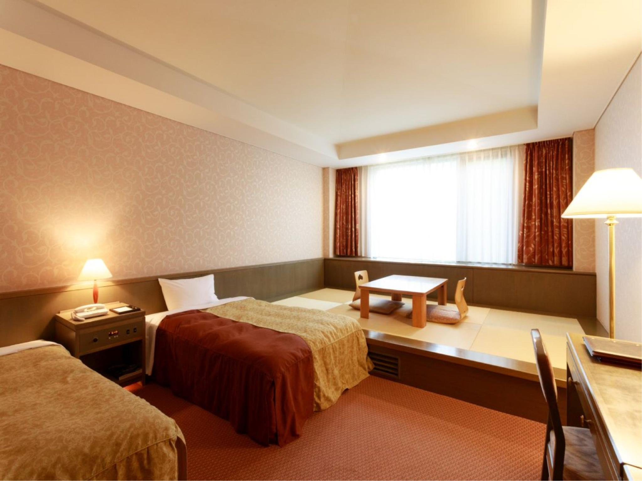 Deluxe Japanese/Western-style Room (2 Beds, Main Building)