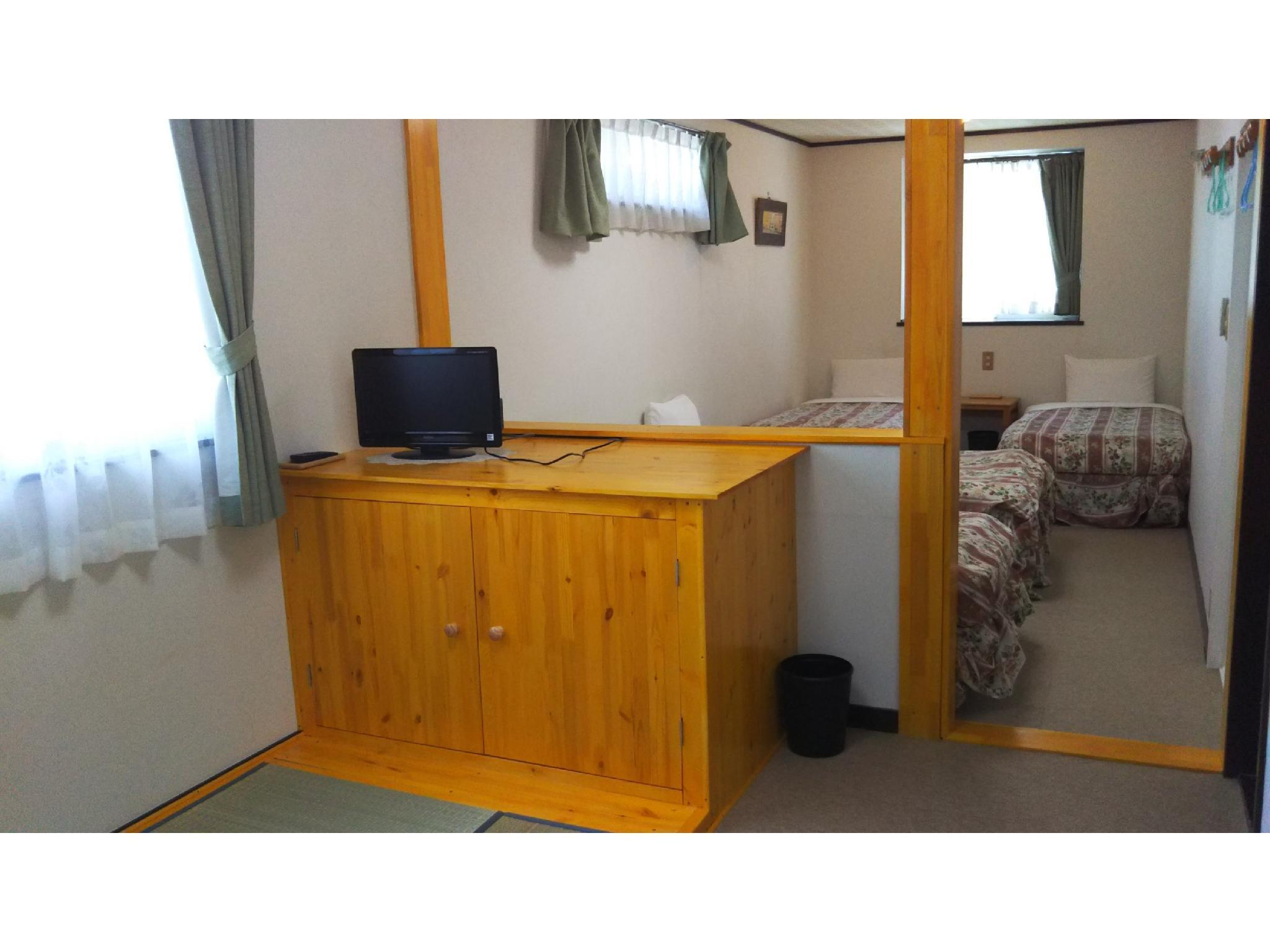 Quad Room *No bath or toilet in room