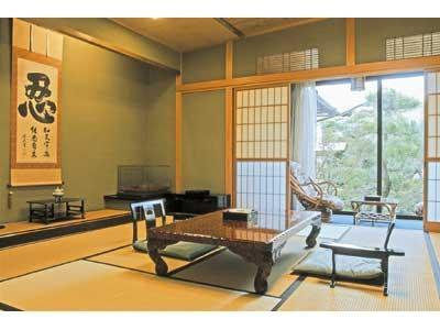 和室 (Japanese Style Room with Open-Air Bath)