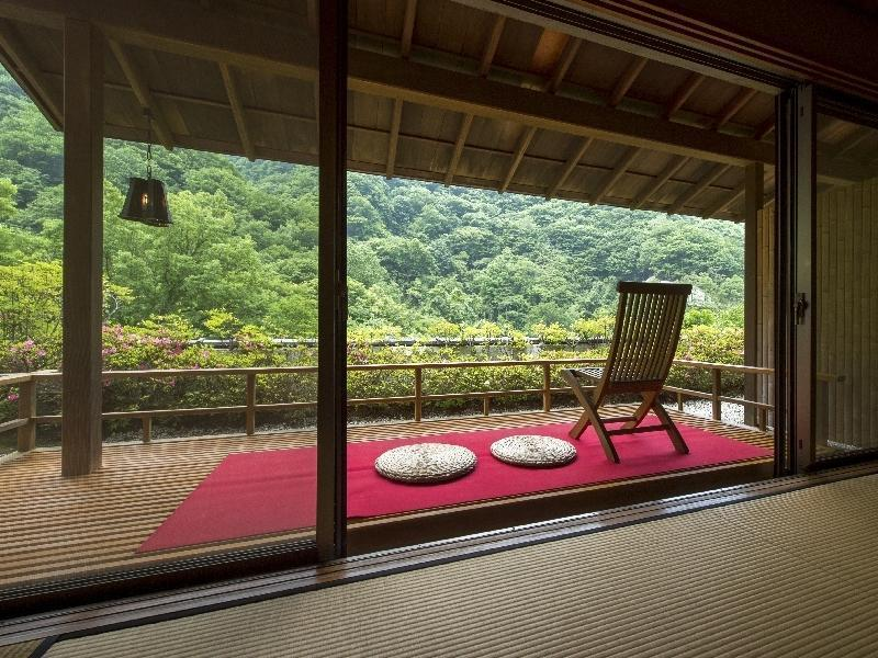 和式房+阳台 (Japanese-style Room with Balcony)