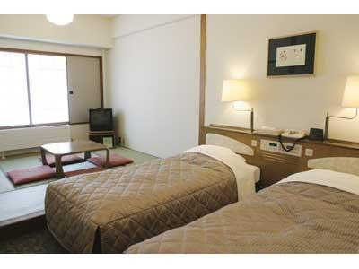 洋室又は和洋室(バス・トイレ付) (Twin Room or Japanese/Western-style Room *Allocated on arrival)
