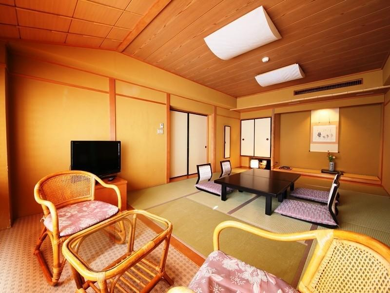 Japanese/Western-style Room (Japanese-style Room + Twin Room)
