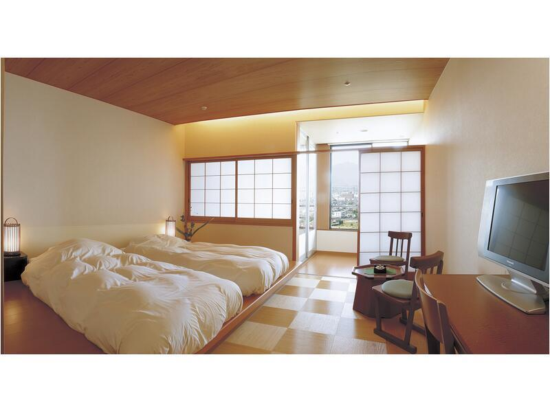 트리플룸(서관/3일본식베드/전망온천탕) (Triple Room with Scenic View Hot Spring Bath (3 Japanese-style Beds, West Wing))