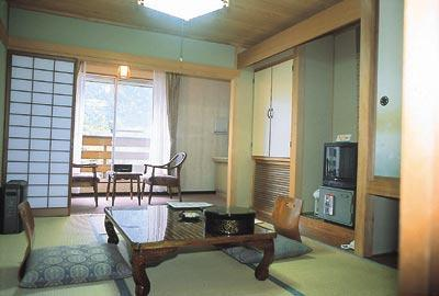 다다미 객실(본관) *객실내 욕실 없음 (Japanese-style Room (Main Building) *No bath in room)
