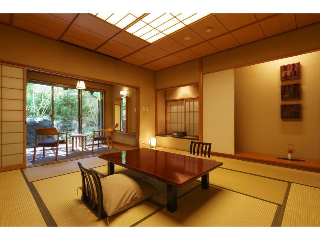 Japanese-style Room with Open-air Hot Spring Bath (Kyorai Type) - ห้องพัก