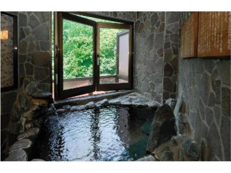 和室 (Japanese Room with Open-Air Hot Spring Bath)