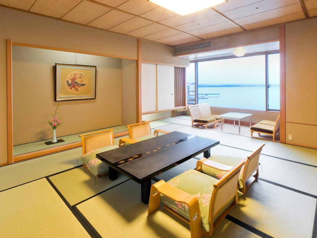 Japanese-style Room (Higashi-no-Kaze Wing) *Private dining - ห้องพัก อาเอะโนะคาเสะ (Aenokaze)