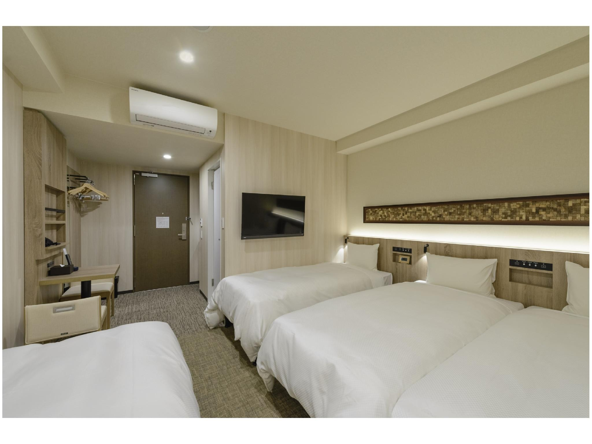 四床房 (Family Room (Quad + Sofa Bed))
