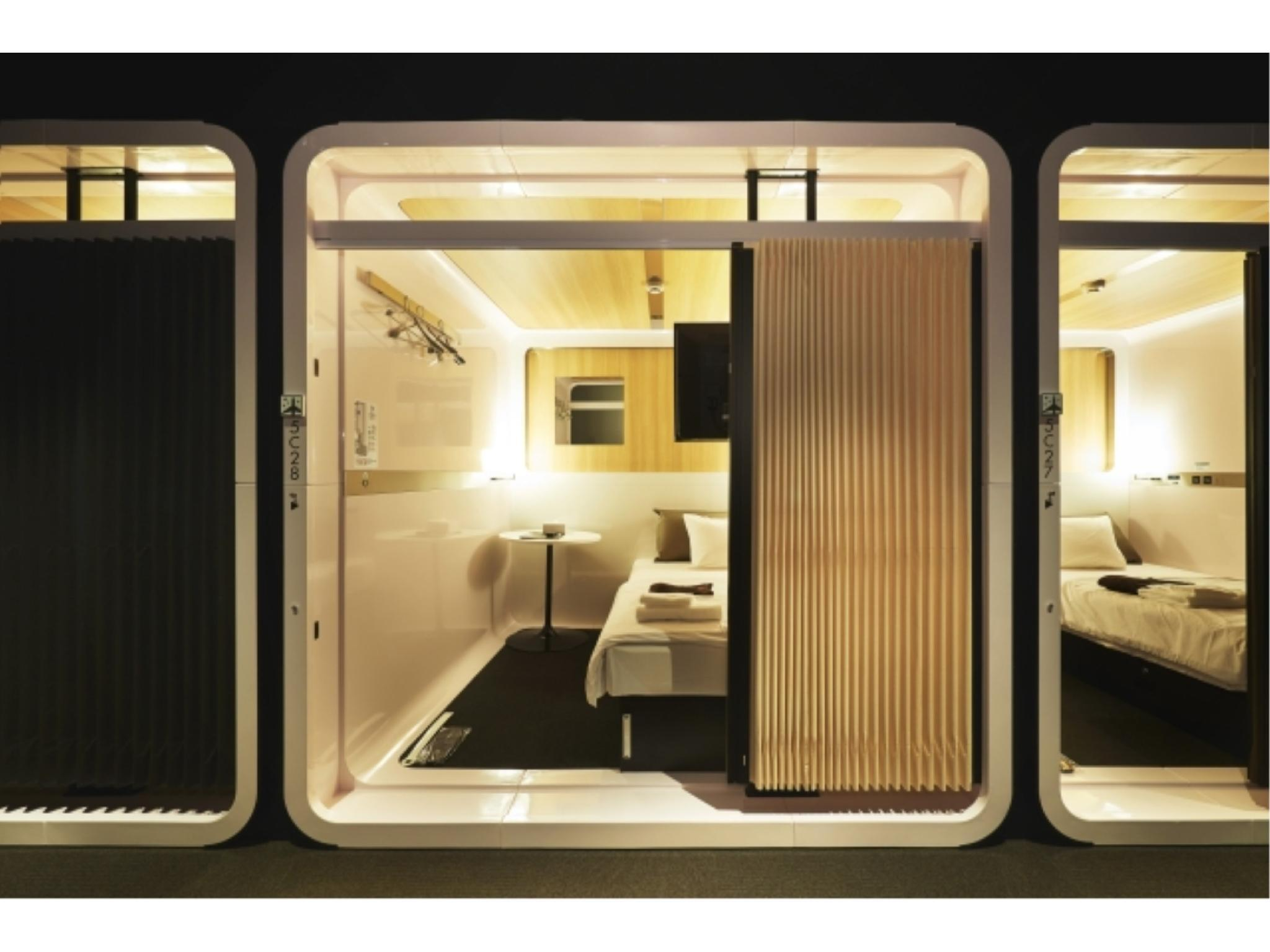 男士头等客舱房 (Men's First Class Cabin Room)