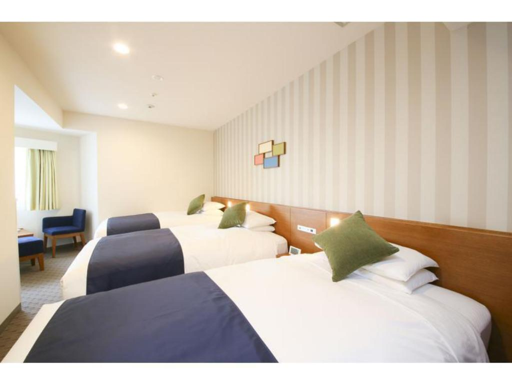 Standard Triple Room (Main Building) - Guestroom