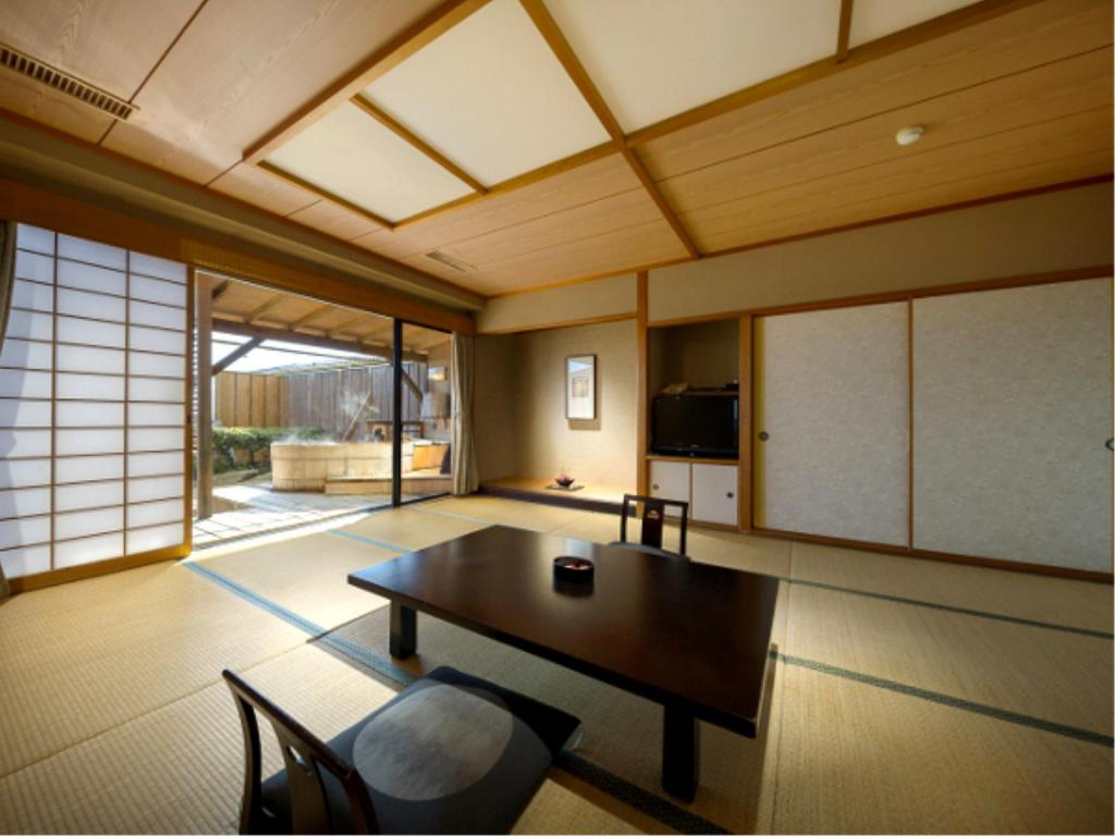 Japanese Style Room with Open-Air Bath - Guestroom Hananomaru
